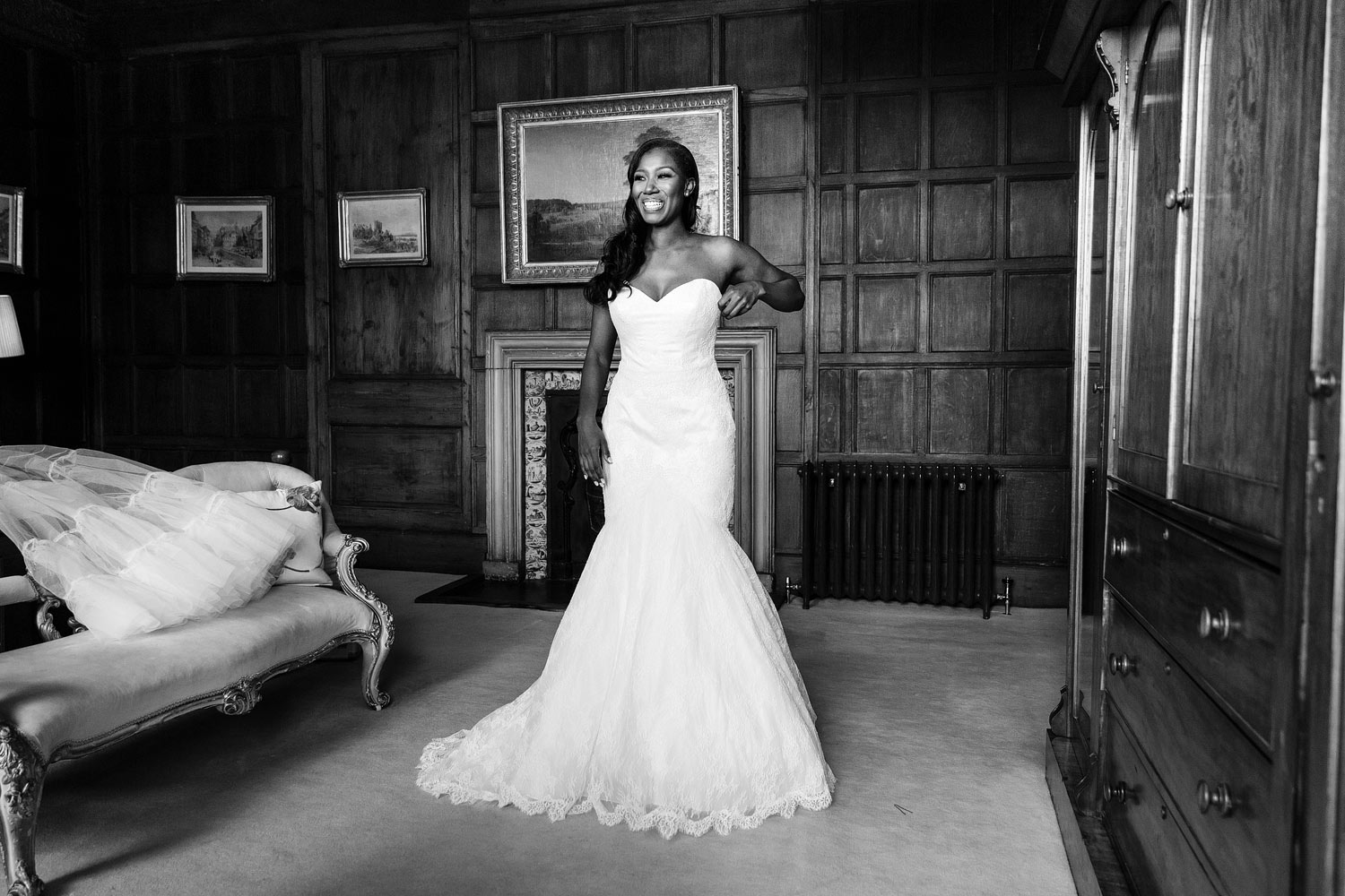 Beautiful bride in Suzanne Neville bridal gown