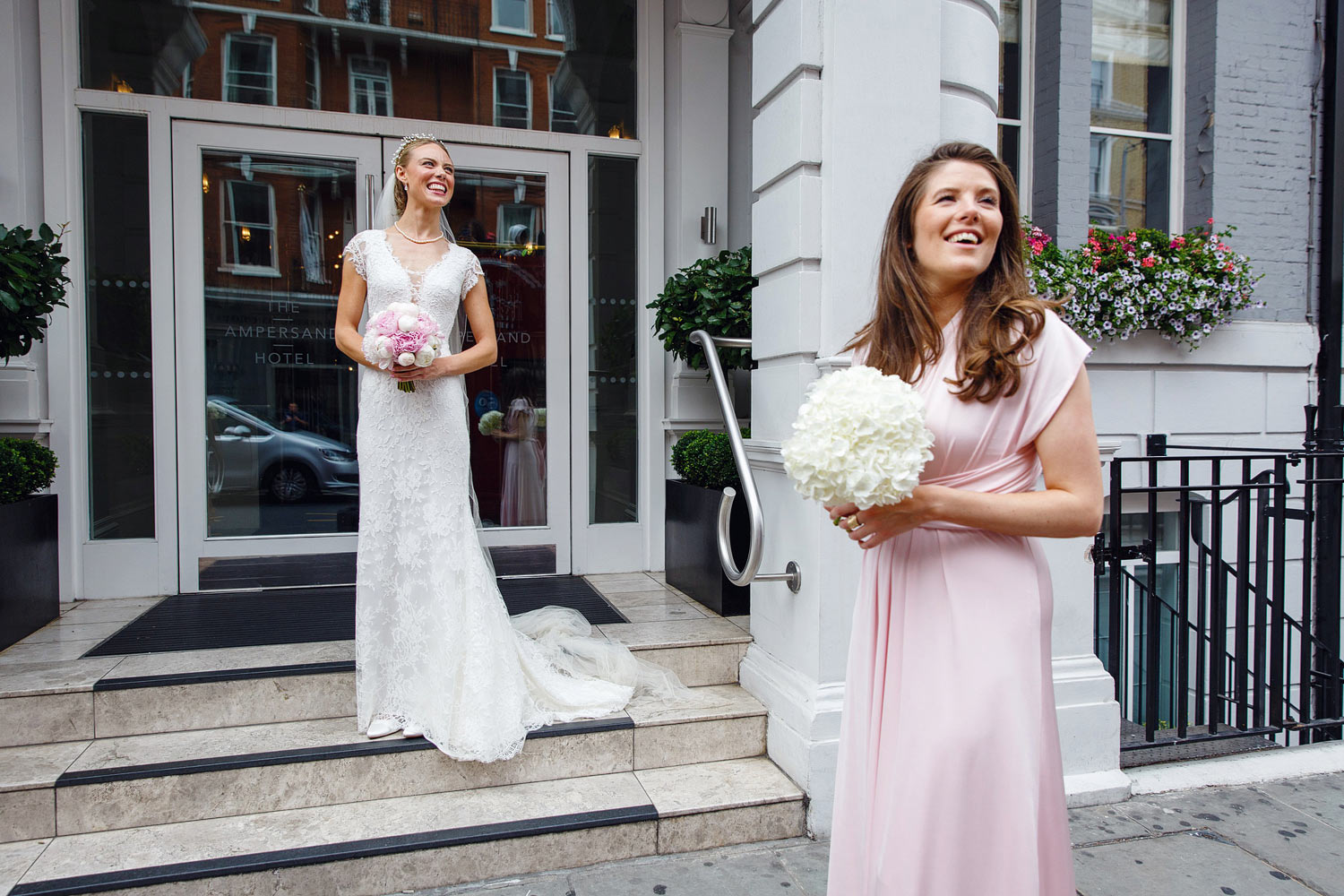 Passersby on a bus applaud the bride on the steps of the Ampersand Hotel - London wedding photographer