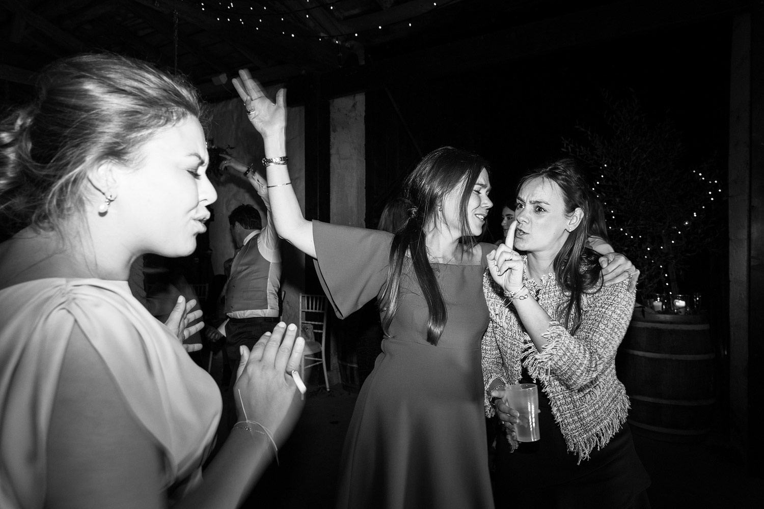 Wedding guests dance at a wedding at Chateau Rigaud in Bordeaux - French wedding photographer