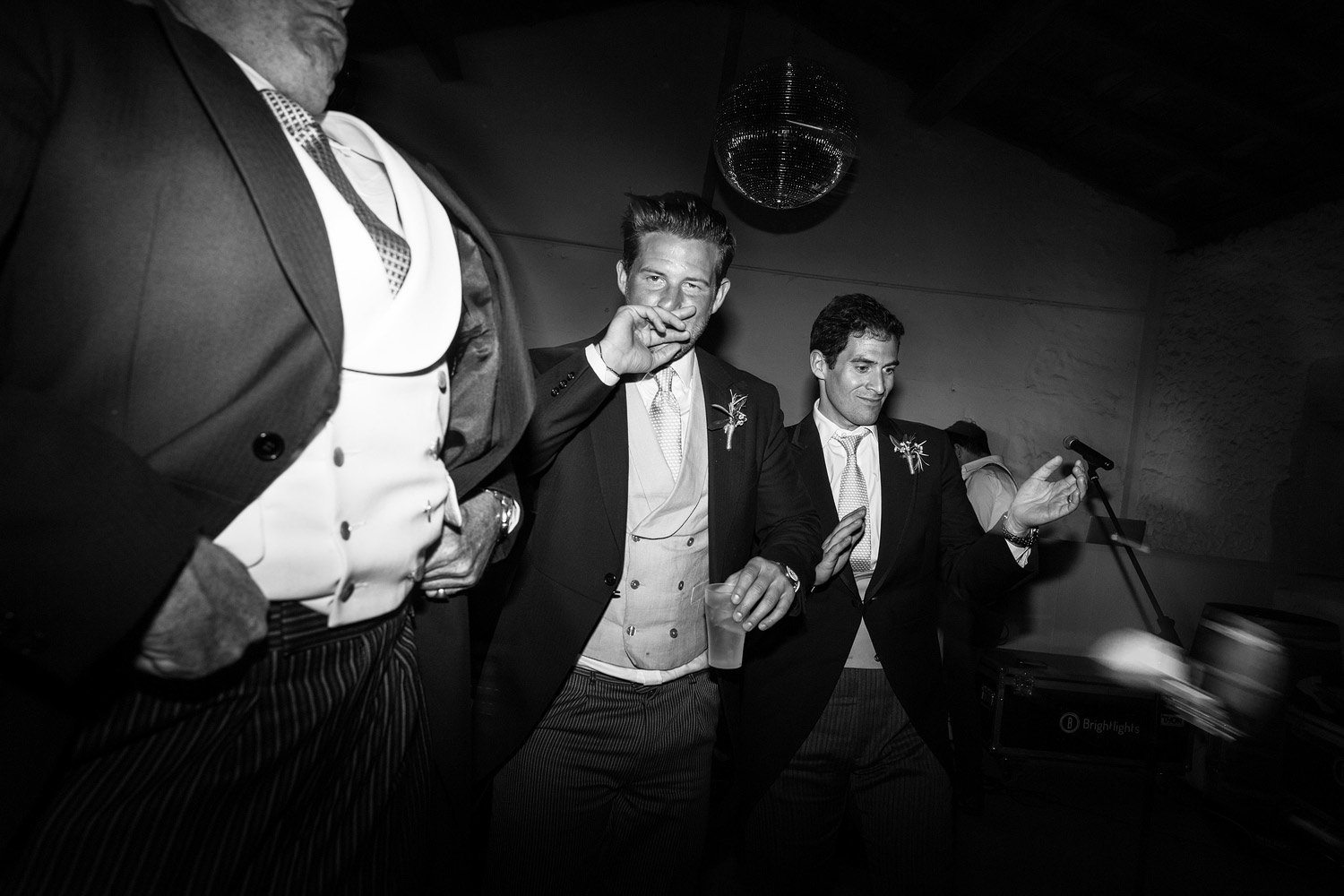 Wedding guests on the dancefloor at Chateau Rigaud in Bordeaux. French wedding photographer